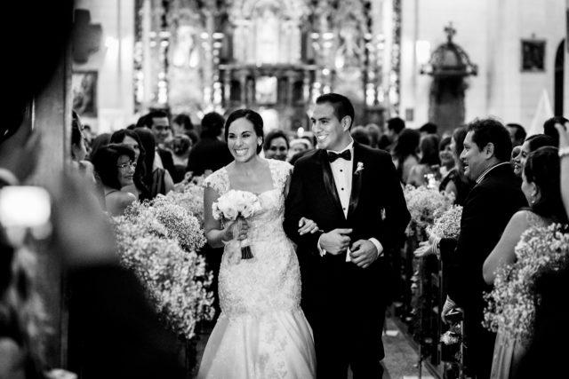salida de la Iglesia de los recien casados