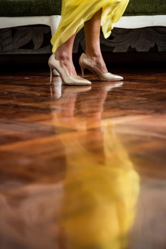 zapatos dorados de almudena miliani