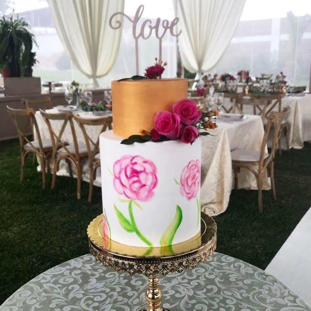 torta de matrimonio con topper personalizado