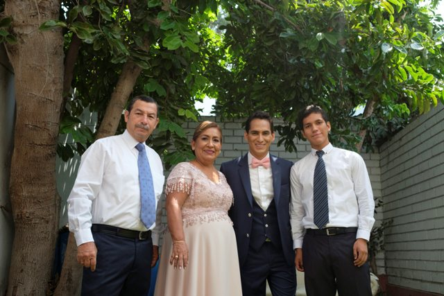 padres y hermano del novio