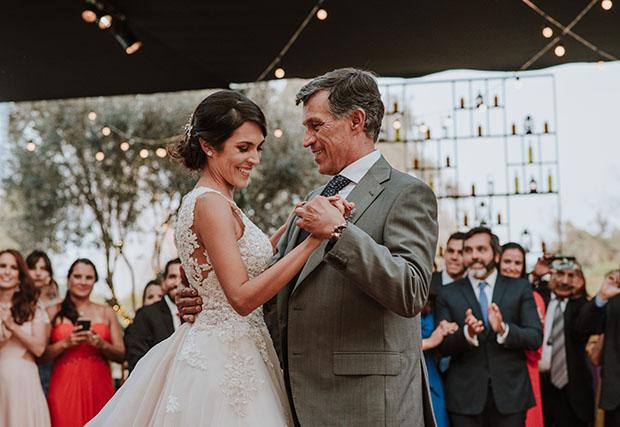 novia bailando con su papa