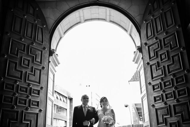 entrada de la novia a la iglesia con su papá