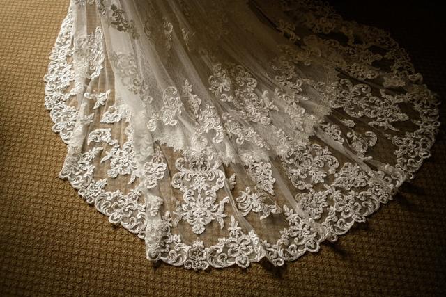 cola del vestido de la novia