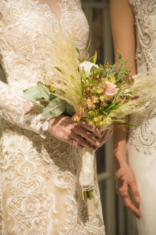 detalles de un vestido de novia de luna blanco atelier