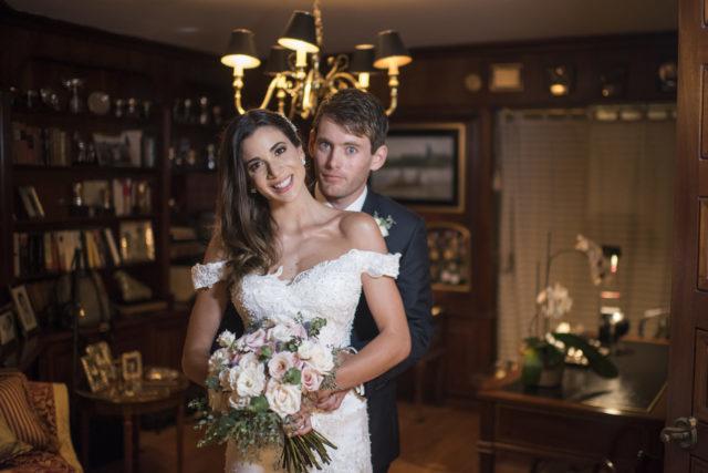 ale chavez en su matrimonio con vestido de novia de luna blanco