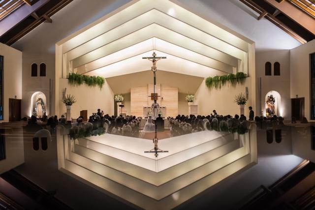 foto panorámica de la iglesia en el momento de la ceremonia