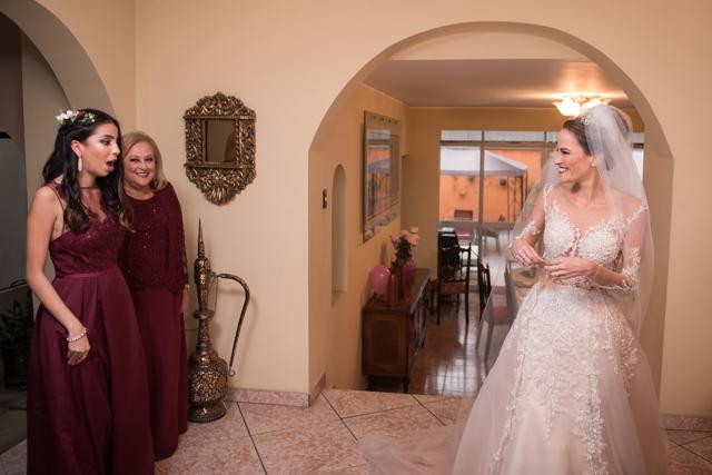primera vista de la novia con sus damas