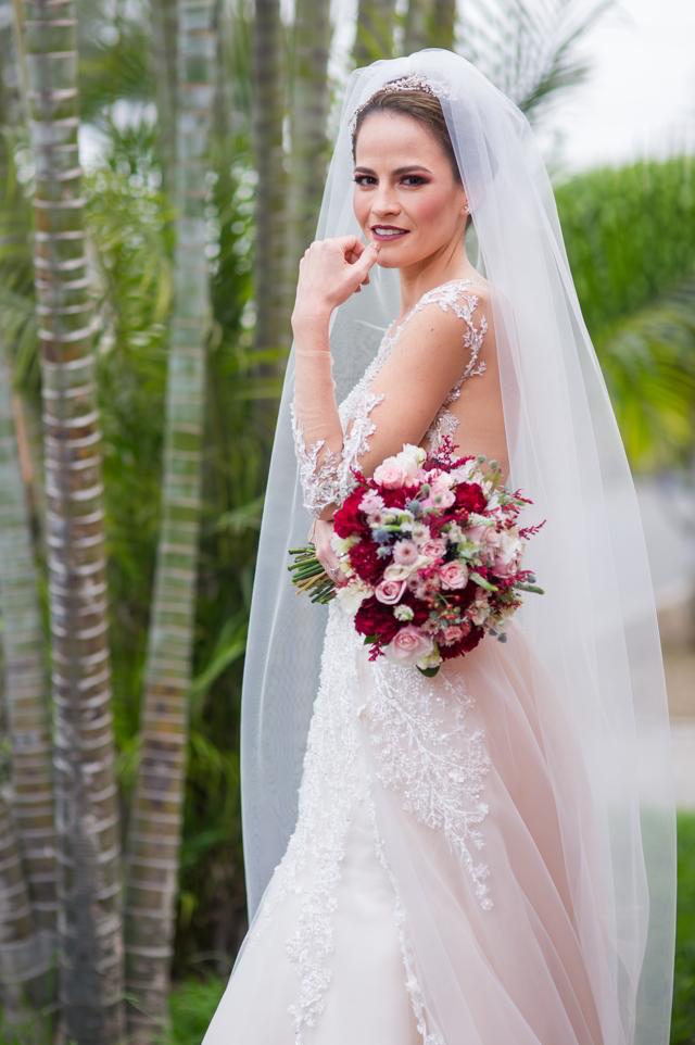 vestido, velo y bouquet de la novia