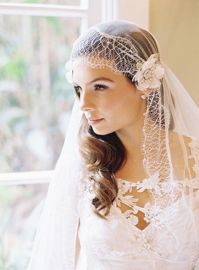 novia con un velo estilo juliet cap