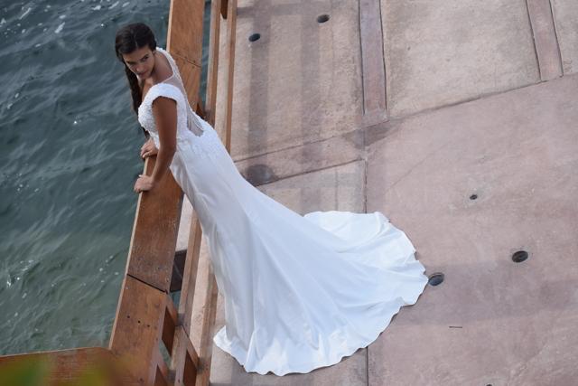 novia con vestido de la nueva colección de luna blanco atelier