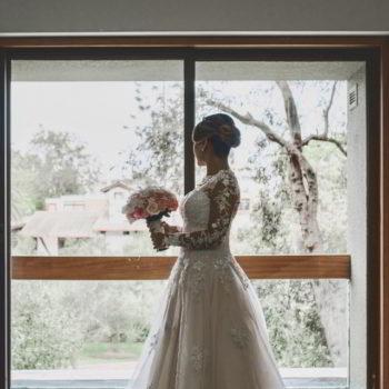 Novia en su casa, antes de salir a la ceremonia