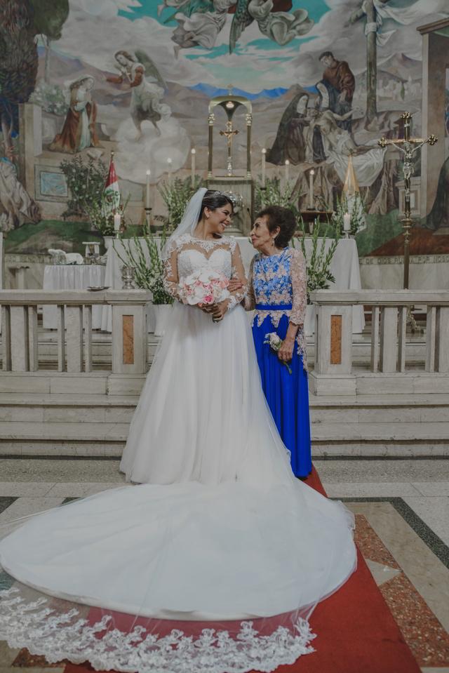 Novia y mamá en el altar