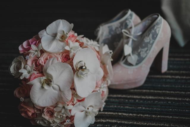 zapatos y bouquett
