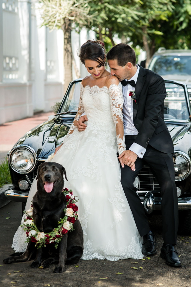 Novios y su perrito en sesión pst-boda