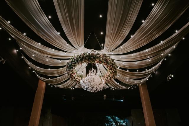 decoracion del techo de la recepcion de la boda