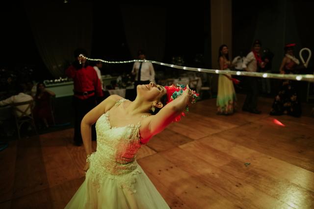 novia bailando en la hora loca