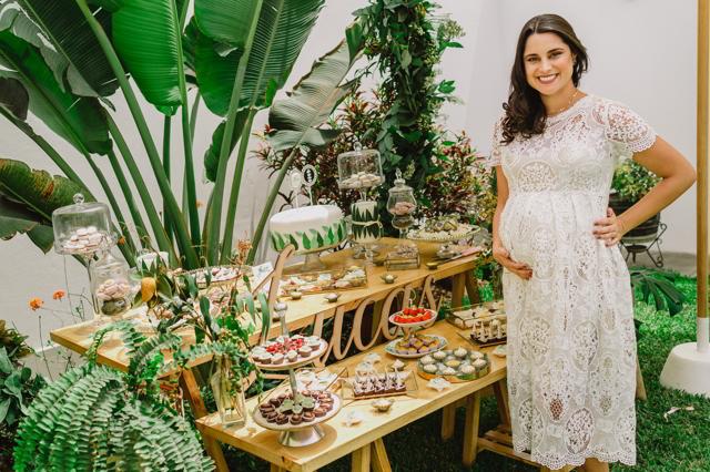 María Pía con su lindo vestido para el baby shower de Lucas
