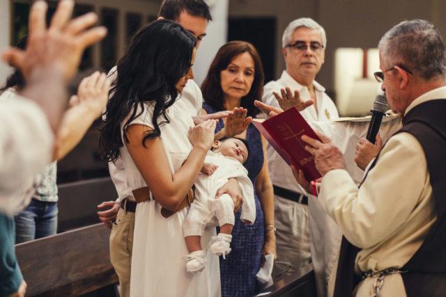 oracion de exorcismo en el bautismo de lucas