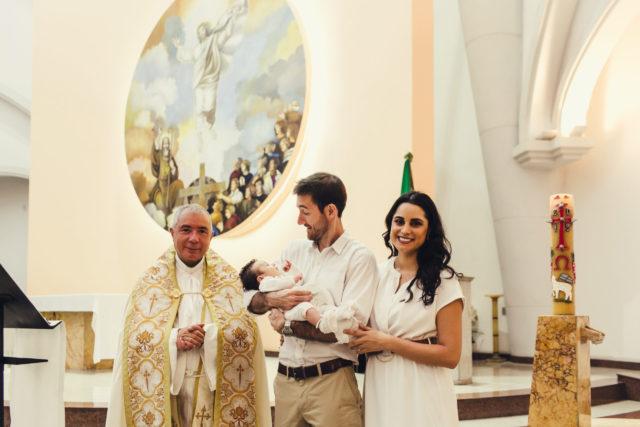 bautismo de lucas foto con el Padre